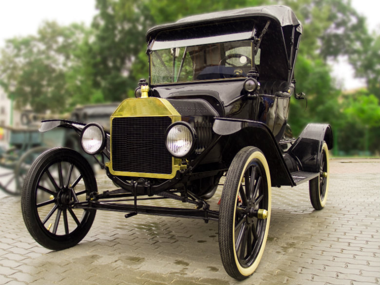 The Model T also termed u201cTin Lizzieu201d changed the way Americans lived and traveled in the 1900s. Although the Model T was not Fordu0027s first car ... & Transporting Ford Cars Trucku0027s And SUVu0027s Nationwide markmcfarlin.com